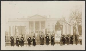 National_Womens_Patry_picketing_the_White_House